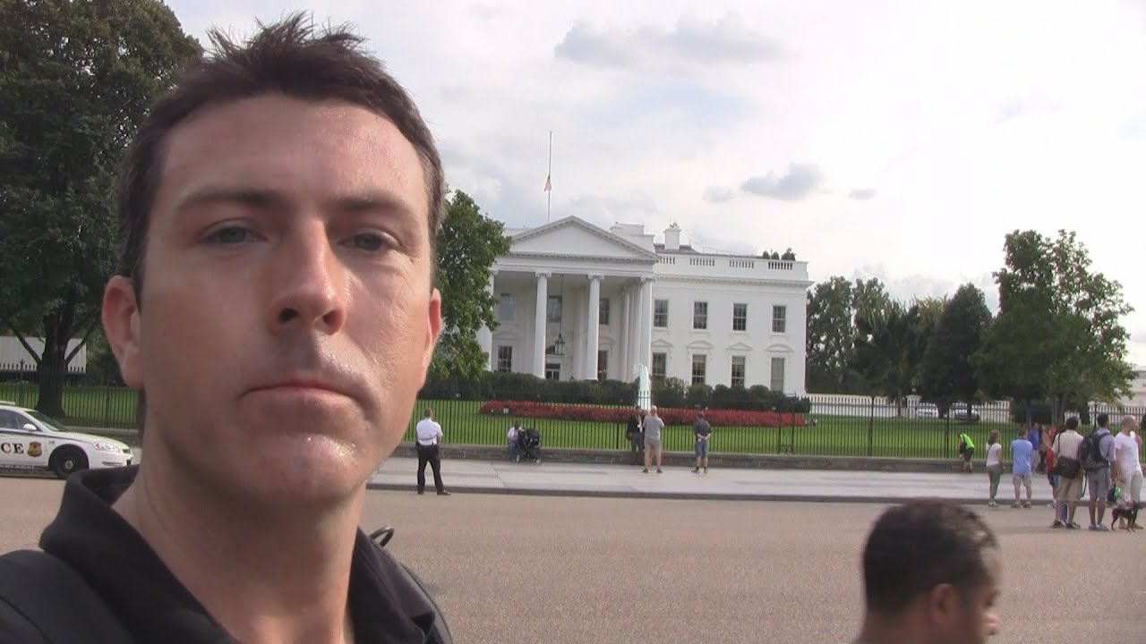 mark-dice-at-the-white-house-asking-tourists-about-bilderberg-group